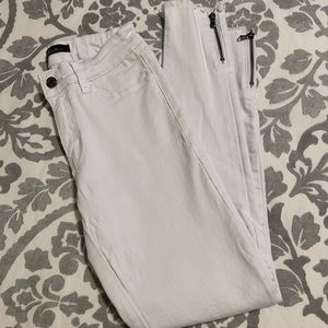 White zip ankle jeans